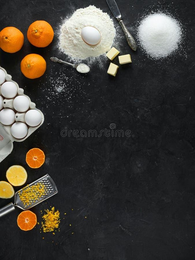 Ingrediënten voor citrusvruchtencake stock afbeelding