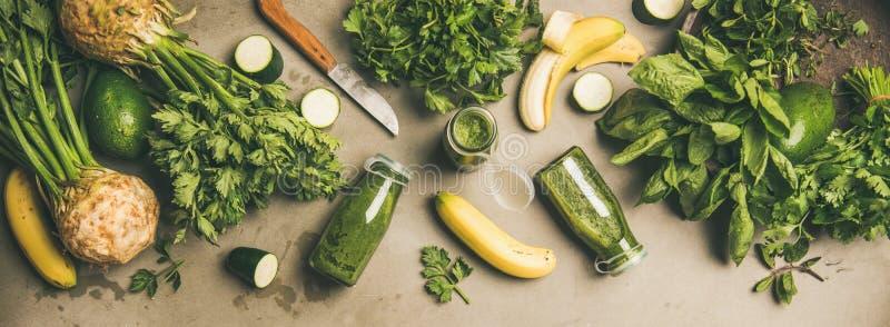 Ingrediënten voor het maken van groene smoothie over concrete achtergrond stock foto's