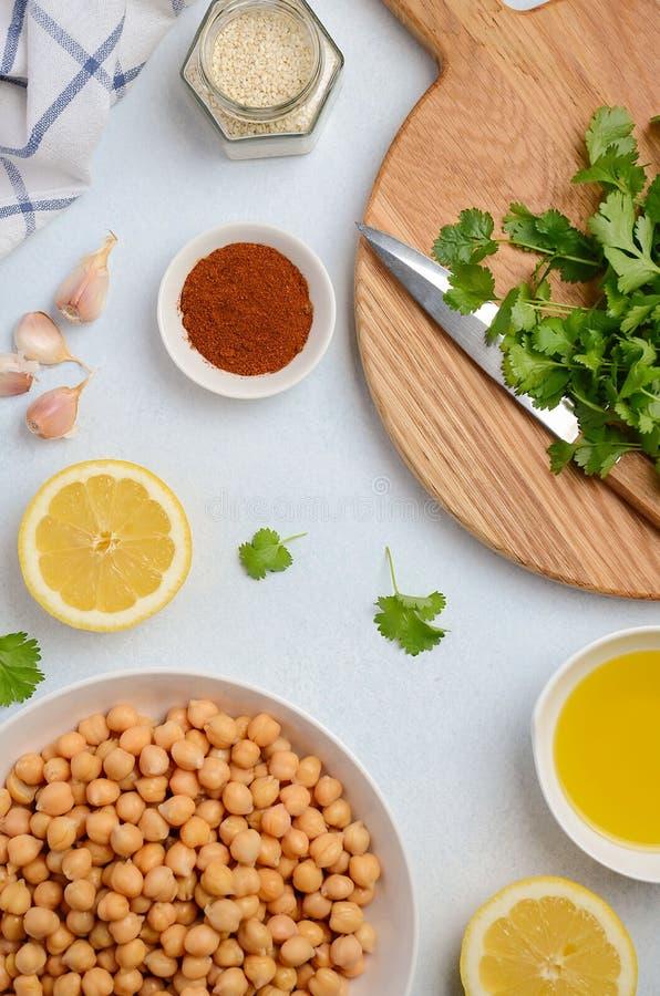 Ingrediënten voor het maken van hummus stock foto