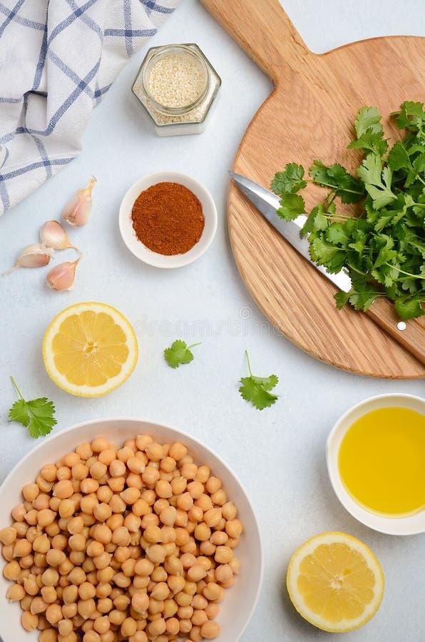 Ingrediënten voor het maken van hummus stock afbeeldingen