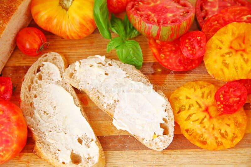 Ingrediënten voor het maken van tomatensandwich royalty-vrije stock foto