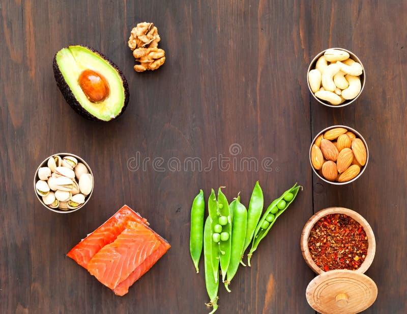 Ingrediënten voor ketogenic dieet op houten achtergrond Het concept het gezonde eten stock foto's