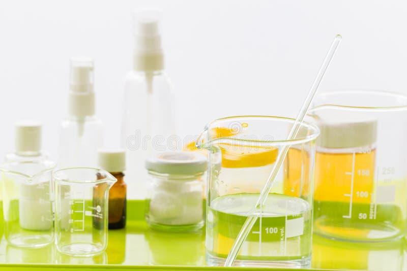 Ingrediënten voor productie van natuurlijke schoonheidsmiddelen, close-up stock afbeeldingen