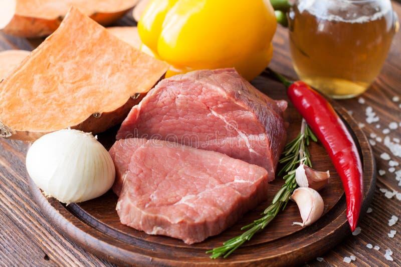 Ingrediënten voor rundvlees en pompoenhutspot stock afbeelding