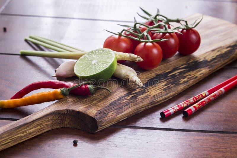 Ingrediënten voor Thais voedsel, citroengras, gember, knoflook, cocktail royalty-vrije stock foto
