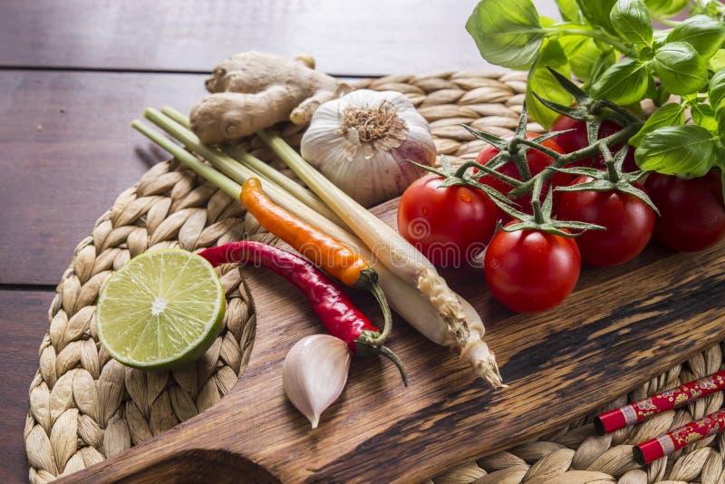 Ingrediënten voor Thais voedsel, citroengras, gember, knoflook, cocktail royalty-vrije stock foto's