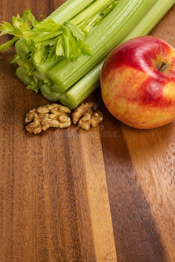 Download Ingrediënten Voor Waldorfsalade Stock Afbeelding - Afbeelding bestaande uit ruimte, glanzend: 29505697