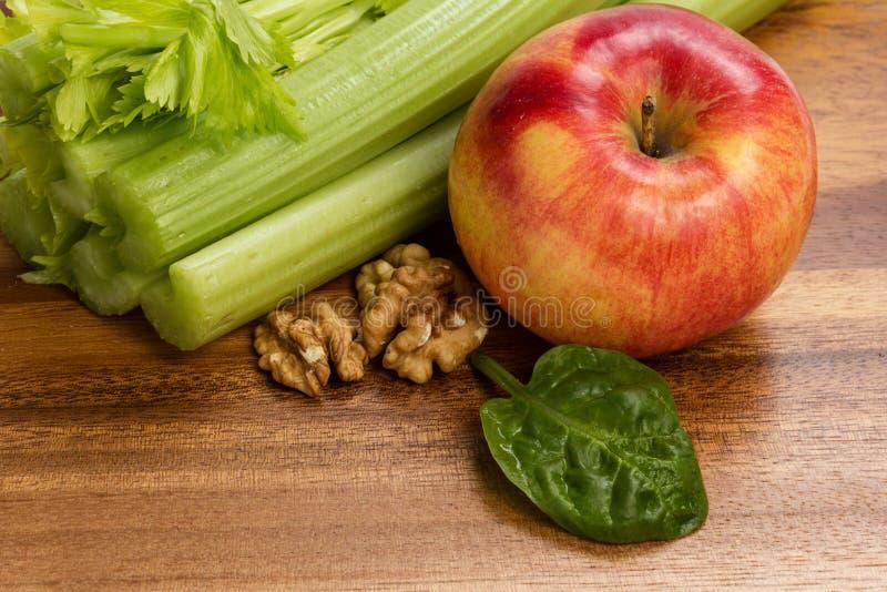 Download Ingrediënten Voor Waldorfsalade Stock Foto - Afbeelding bestaande uit stam, niemand: 29505698