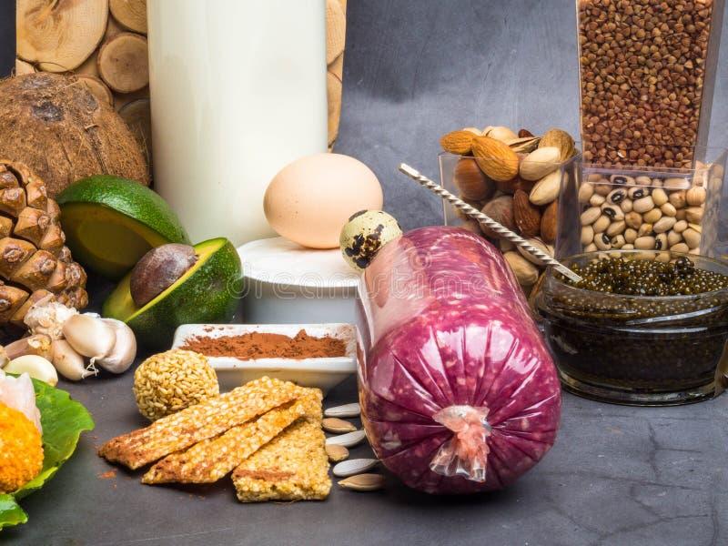Ingredi?nten of producten zink en dieetvezel bevatten, natuurlijke bronnen van mineralen, gezonde levensstijl en voeding die royalty-vrije stock afbeelding