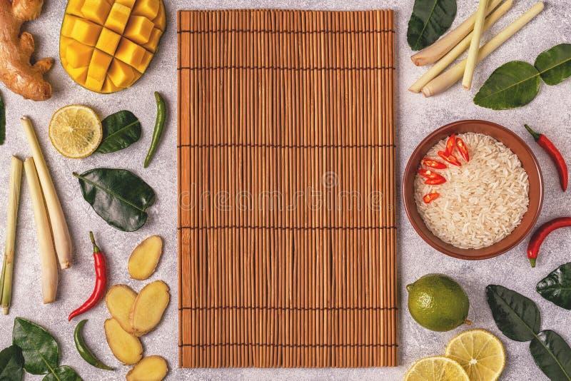 Ingredienser av thailändsk kryddig mat royaltyfri foto