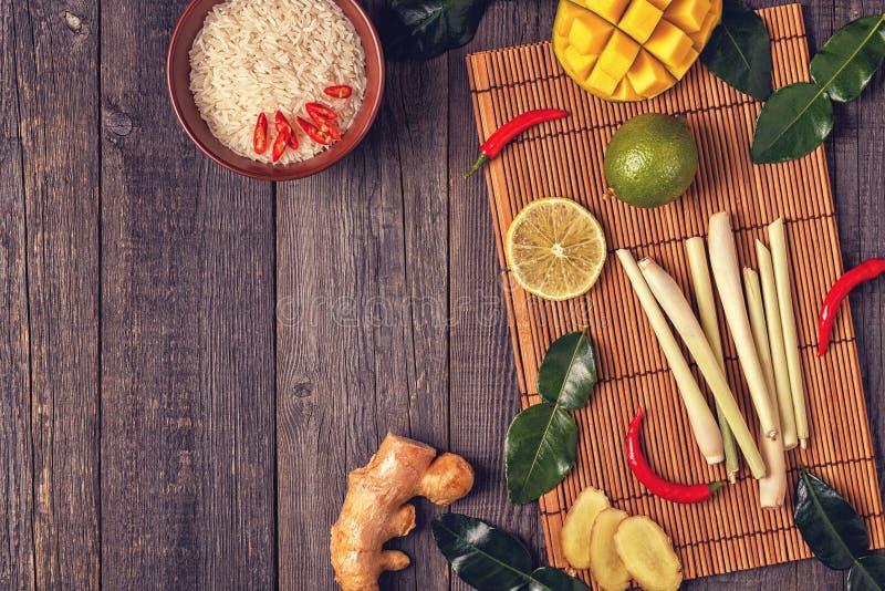Ingredienser av thailändsk kryddig mat royaltyfri fotografi