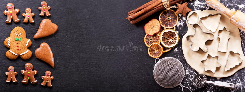 Ingredienser för att laga mat julpepparkakakakor fotografering för bildbyråer