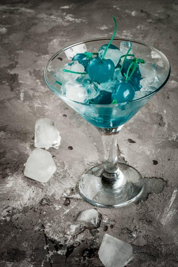 Ingredienser för blå alkoholiserad coctail royaltyfria foton