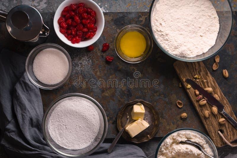 Ingredienser för cannoliproduktion av den traditionella Sicilian efterrätten royaltyfri bild