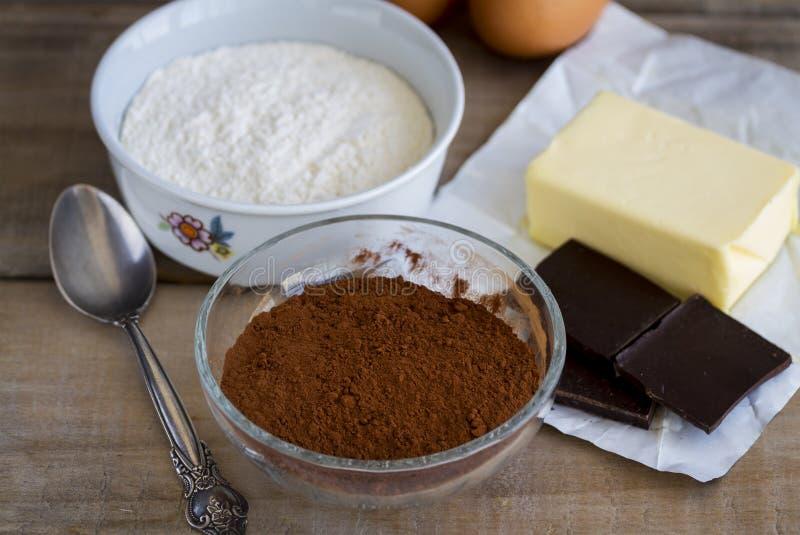 Ingredienser för chokladkaka arkivbild