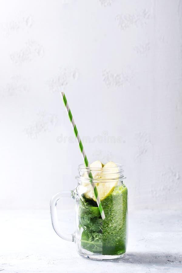 Ingredienser för grön smoothie royaltyfri fotografi