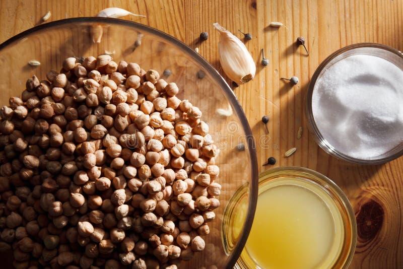 Ingredienser för hem- gjord hummus royaltyfri foto