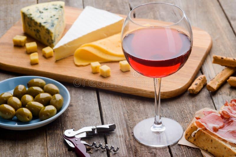 Ingredienser för mål och vin arkivfoton