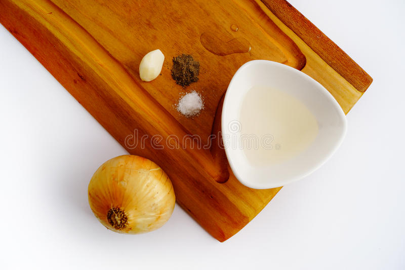Ingredienser på träbräde royaltyfri bild