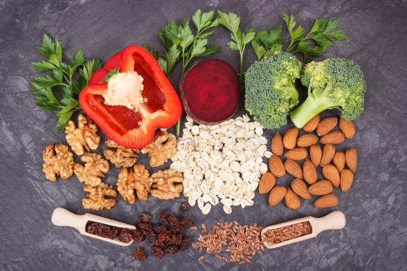 Ingredienser som innehåller vitaminer och mineraler, sund mat som rekommenderas för högt blodtryck, eller sockersjuka arkivfoto