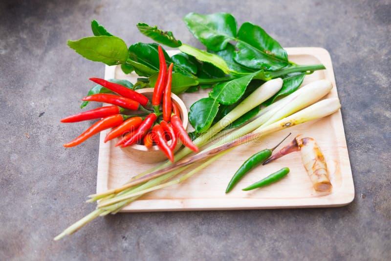 Ingrediente da erva do alimento tailandês tradicional da sopa picante de Tom Yum fotografia de stock