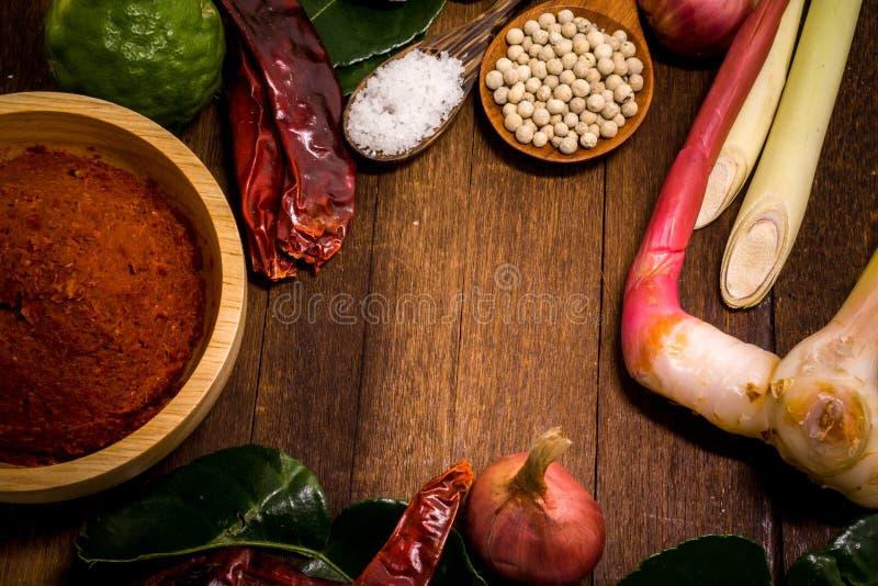 Ingrediente da pasta vermelha tailandesa do caril fotografia de stock royalty free