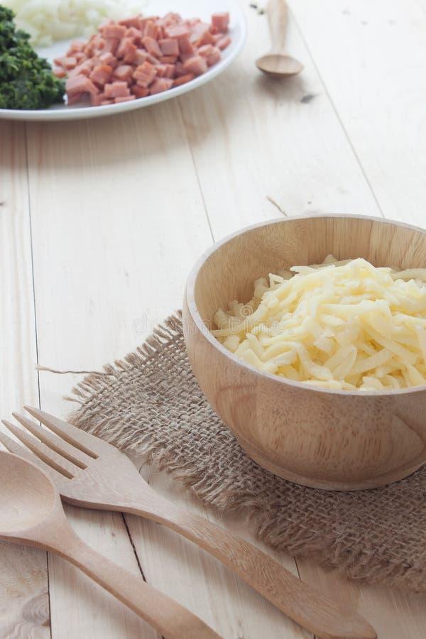 Ingrediente de la espinaca cocida con queso imagenes de archivo