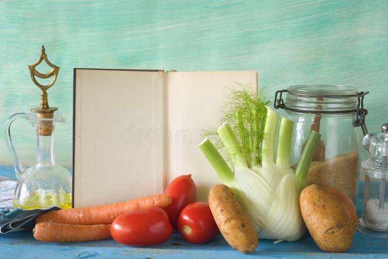 Ingrediente di alimento e del libro di cucina immagine stock libera da diritti