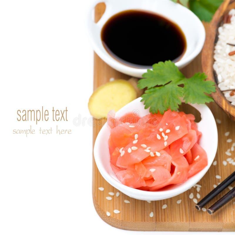 Ingredientes alimentarios asiáticos (jengibre, salsa de soja, arroz), aislados imágenes de archivo libres de regalías