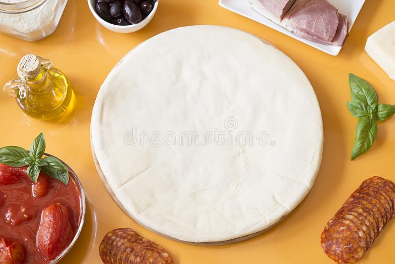 Ingredientes da pizza imagens de stock royalty free
