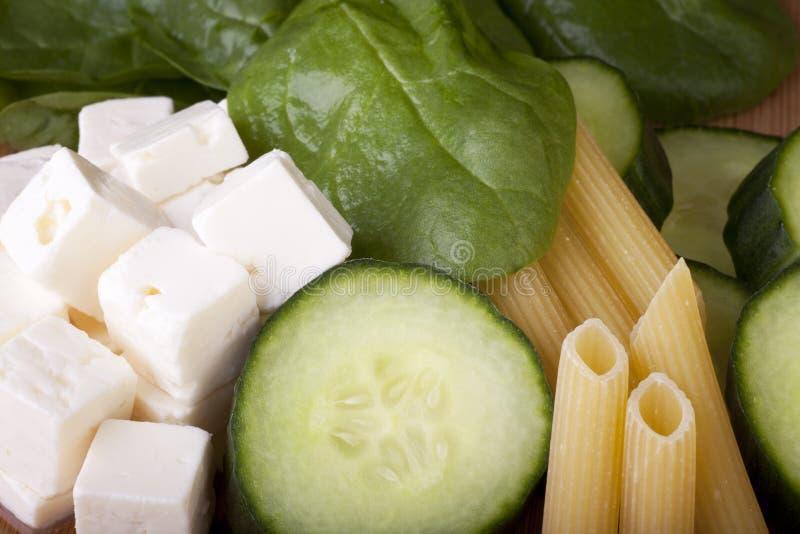 Ingredientes da salada da massa imagem de stock