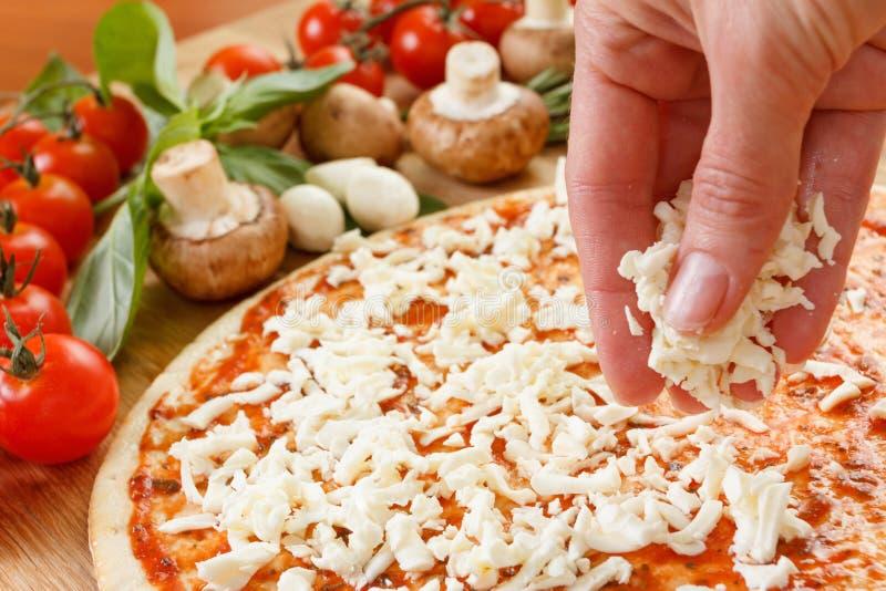 Download Ingredientes De Alimento Para A Pizza No Fim Da Tabela Acima Foto de Stock - Imagem de fresco, fattening: 65575904