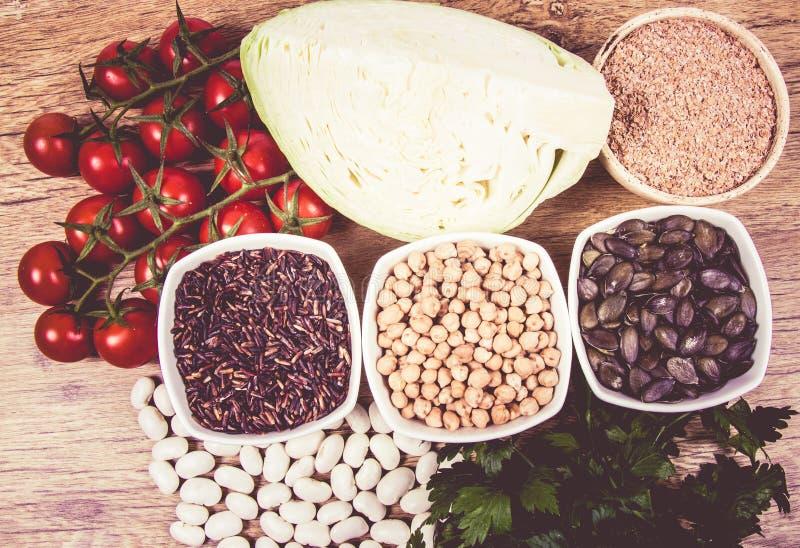Ingredientes de alimento que contêm uma grande quantidade de zinco Dieta saudável fotos de stock royalty free