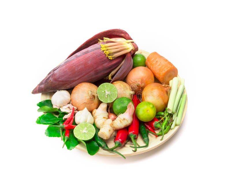 Ingredientes de la hierba y de la especia para la comida asiática en el fondo blanco imágenes de archivo libres de regalías