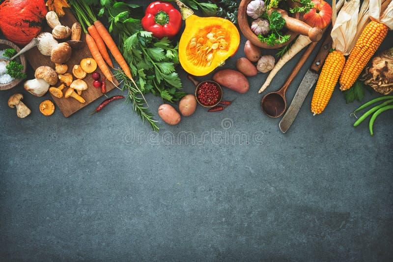 Ingredientes de las verduras del otoño para la acción de gracias sabrosa o Christma foto de archivo libre de regalías