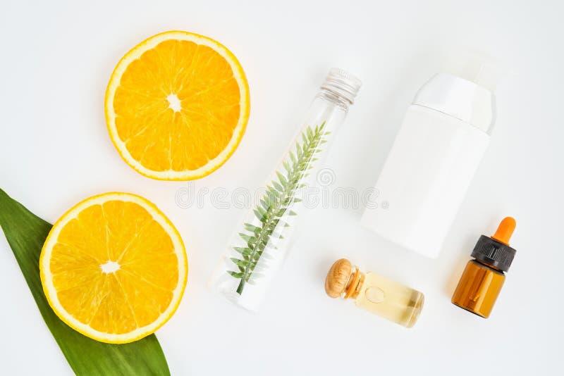 Ingredientes de produtos dos cuidados com a pele E mel no vidro imagem de stock