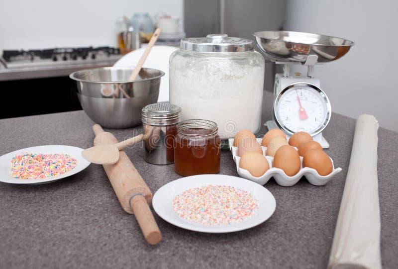Download Ingredientes do bolo imagem de stock. Imagem de forno - 12810513