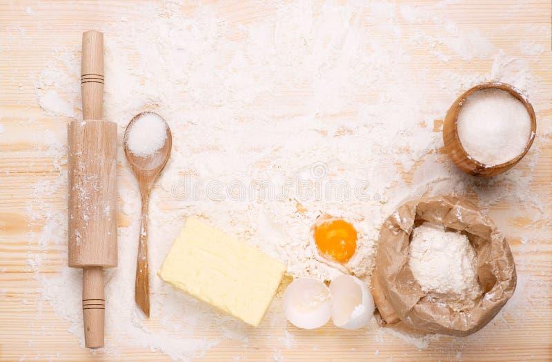 Ingredientes do pão caseiro do cozimento fotografia de stock