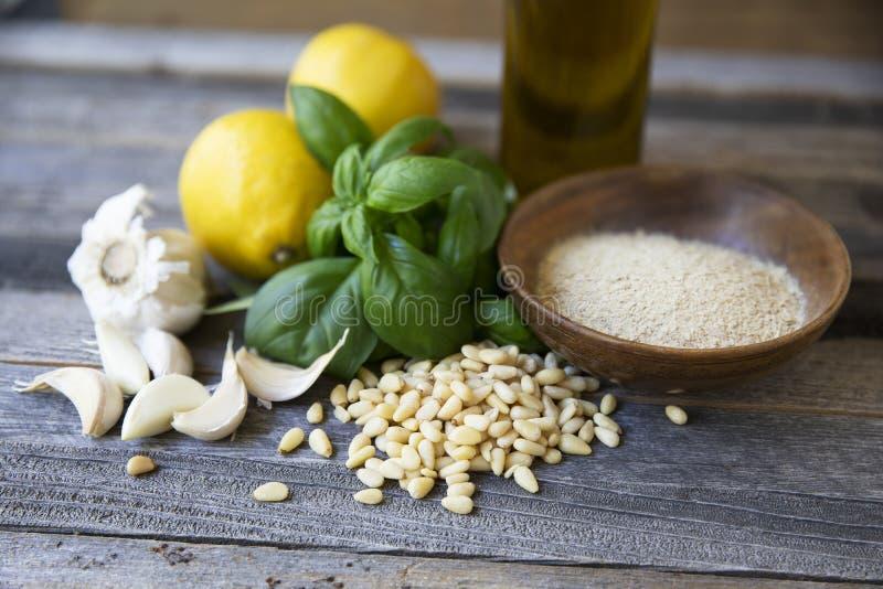 Ingredientes do Pesto do vegetariano imagem de stock royalty free