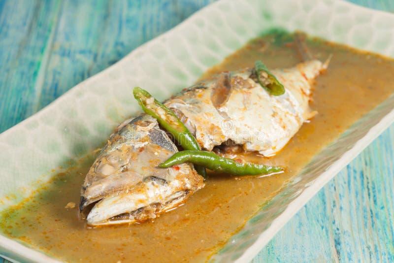 Ingredientes dos peixes fritados com Chili Sauce fotografia de stock royalty free
