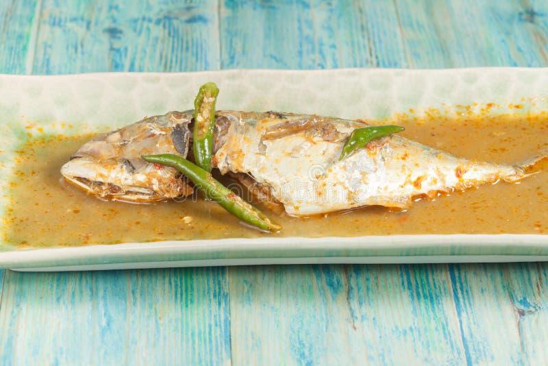 Ingredientes dos peixes fritados com Chili Sauce imagens de stock royalty free