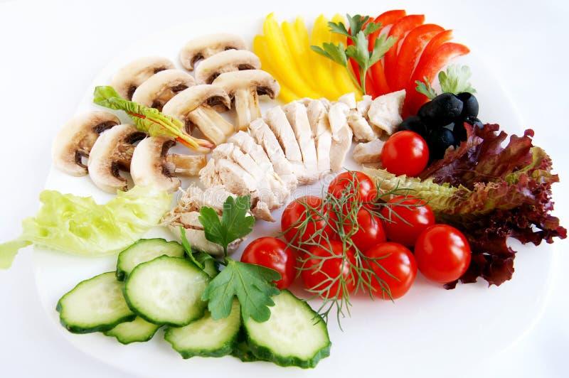 Ingredientes frescos para la ensalada de pollo sana fotografía de archivo libre de regalías