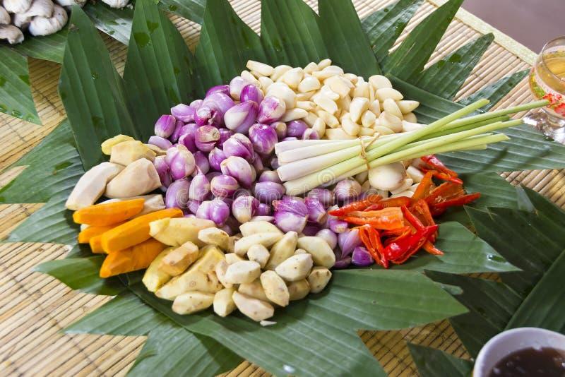 Ingredientes frescos típicos usados na cozinha do Balinese imagem de stock