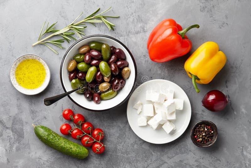 Ingredientes griegos de la tubería de la ensalada imagen de archivo libre de regalías