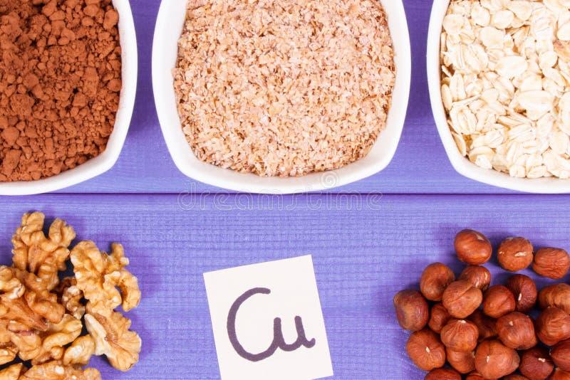 Ingredientes naturais como o cobre da fonte, os minerais e a fibra dietética fotos de stock royalty free