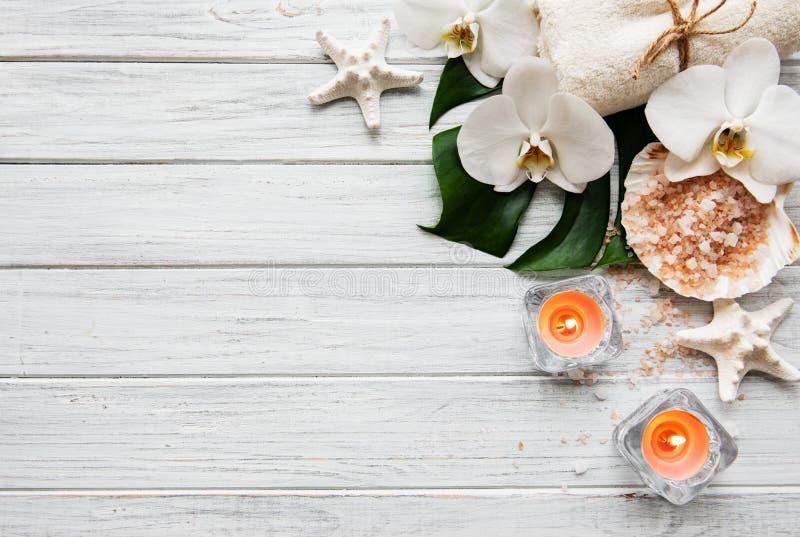 Ingredientes naturales del balneario con las flores de la orqu?dea fotos de archivo