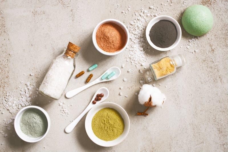 Ingredientes naturales para los cosméticos del cuidado, productos orgánicos del cuidado del cuerpo imagenes de archivo