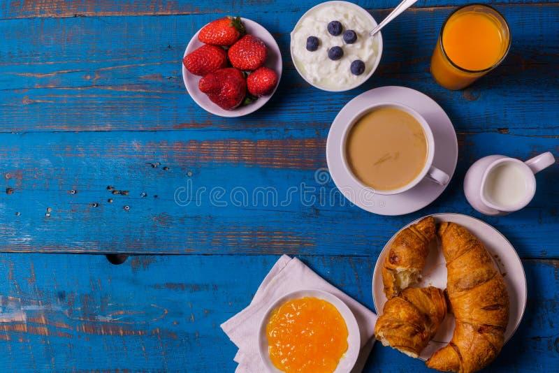 Ingredientes orgânicos para o café da manhã saudável, espaço da cópia fotos de stock