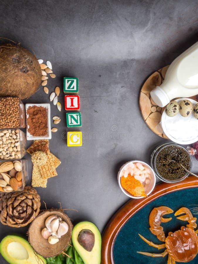 Ingredientes ou produtos que cont?m o zinco e a fibra diet?tica, fontes naturais de minerais, estilo de vida saud?vel, espa?o da  imagem de stock