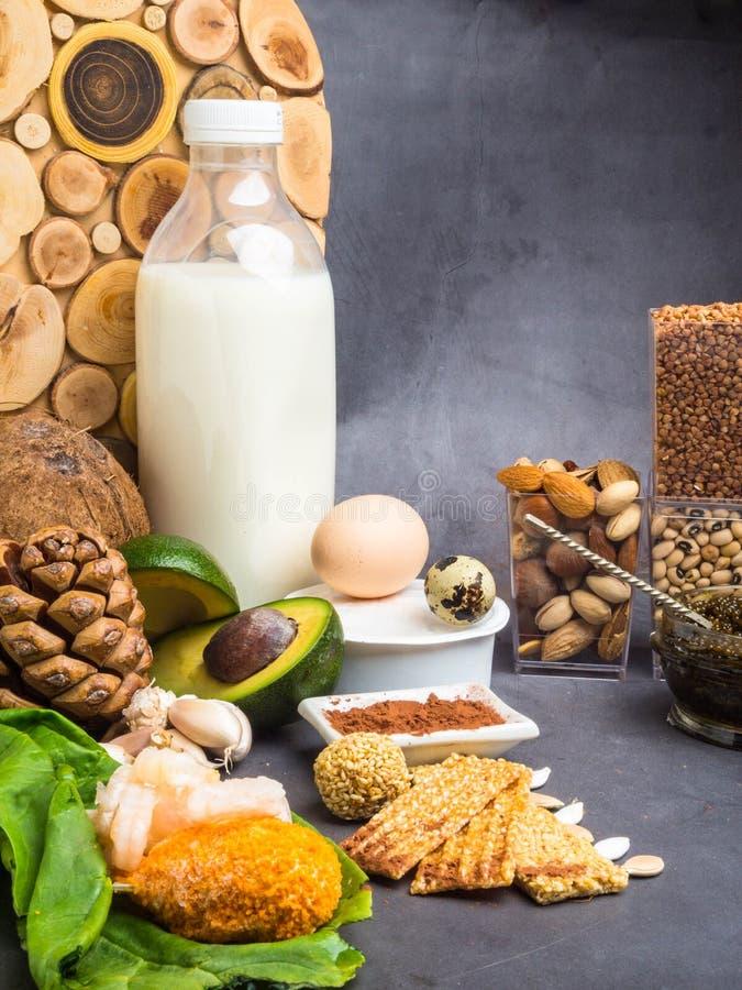 Ingredientes ou produtos que cont?m o zinco e fibra diet?tica, fontes naturais de minerais, estilo de vida saud?vel e nutri??o fotografia de stock royalty free